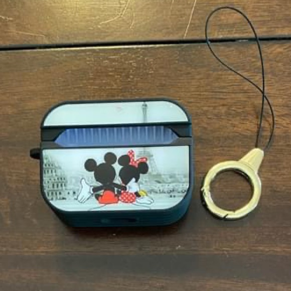 Disney Collection Mickey & Minnie AirPods Case.